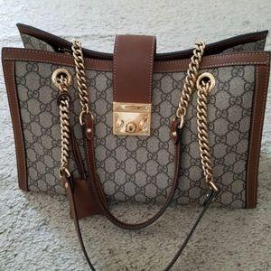 Gucci shoulder bag like new make an offer